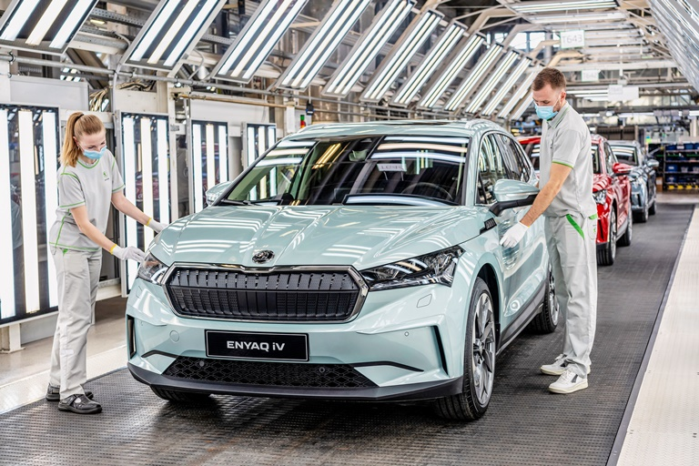 Arriva il carica-batterie gridless - image 210305_SKODA_ENYAQ_iV_production on http://auto.motori.net