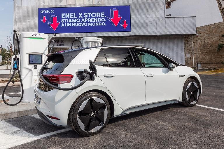 Nuovo filtro dell'aria Honda anti-SARS-COV-2 - image Apertura-Enel-X-Store on http://auto.motori.net