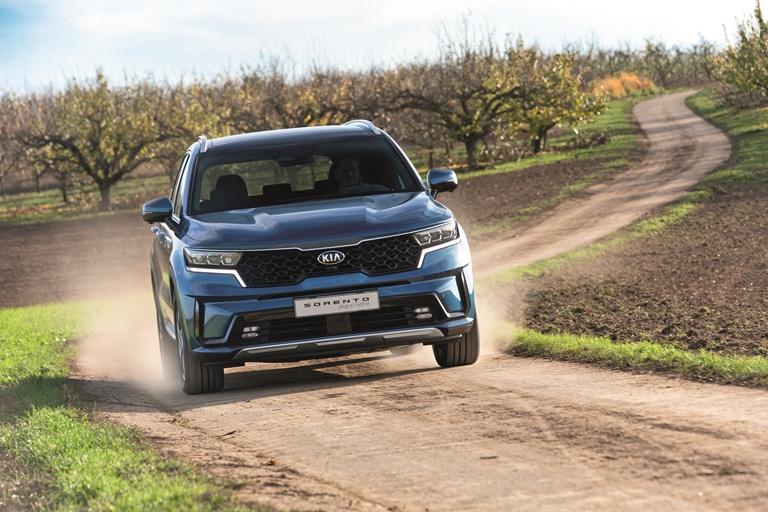 Sorento Plug-in Hybrid:  57 km di autonomia elettrica, AWD e 7 posti - image KIA-Sorento-PHEV on http://auto.motori.net