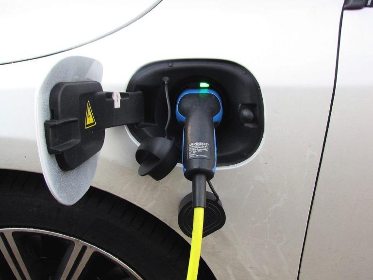 Le flotte aziendali scelgono l'ibrido - image auto-ibrida-plug-in on http://auto.motori.net
