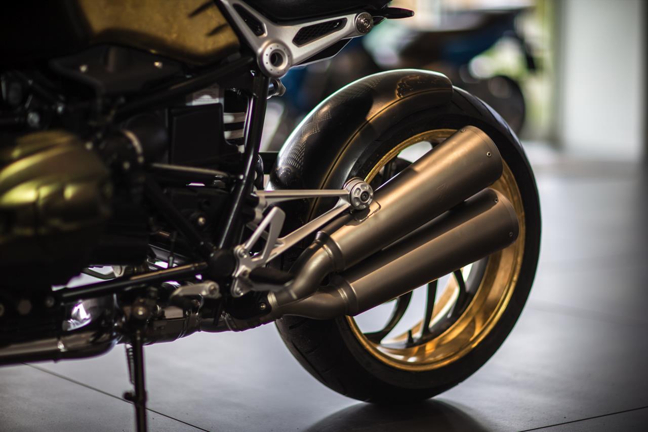 BMW R nineT si veste di tatuaggi - image 001292-000022192 on http://moto.motori.net