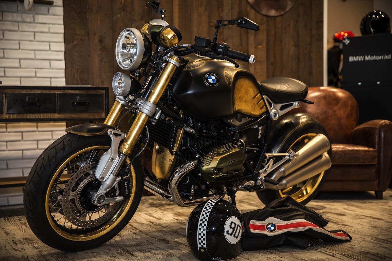 BMW R nineT si veste di tatuaggi - image 001292-000022199 on http://moto.motori.net