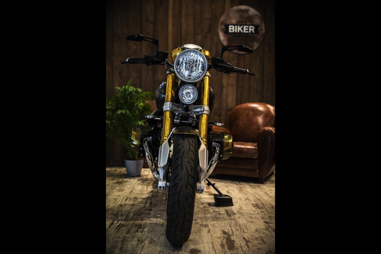 BMW R nineT si veste di tatuaggi - image 001292-000022201 on http://moto.motori.net