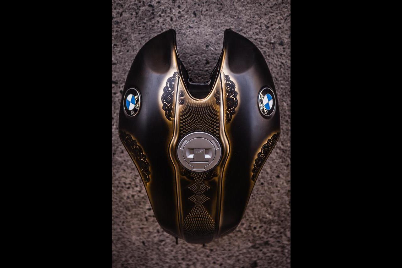 BMW R nineT si veste di tatuaggi - image 001292-000022205 on http://moto.motori.net
