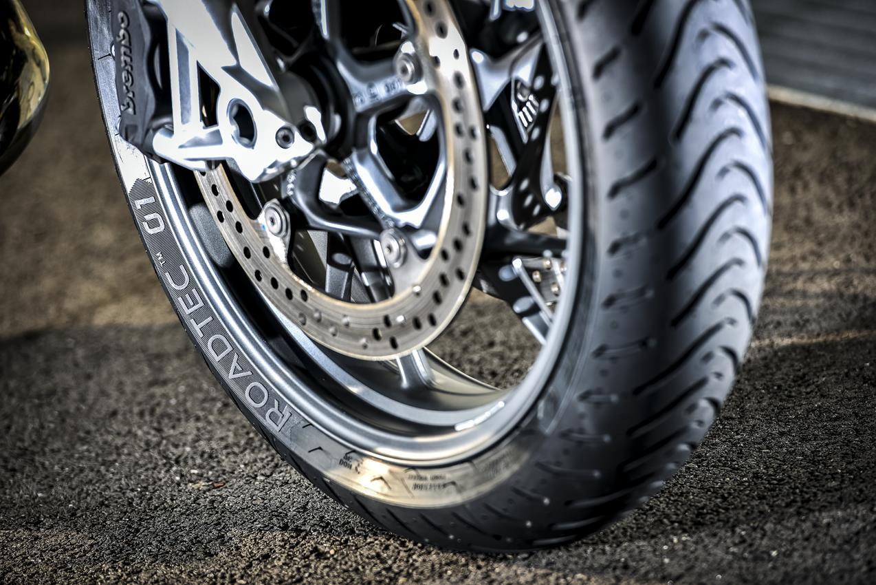 METZELER presenta a il nuovo pneumatico Sport Touring Radiale ROADTEC 01 - image 009444-000103824 on http://moto.motori.net