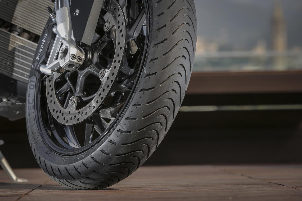 METZELER presenta a il nuovo pneumatico Sport Touring Radiale ROADTEC 01 - image 009444-000103829 on http://moto.motori.net