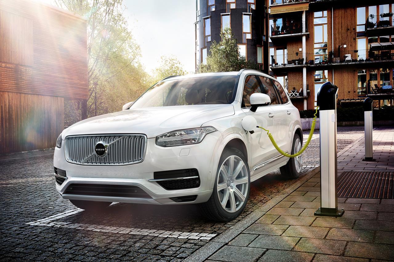 Volvo Cars introduce la tecnologia Twin Engine sul SUV più potente ed ecologico al mondo - image 002276-000021640 on https://motori.net