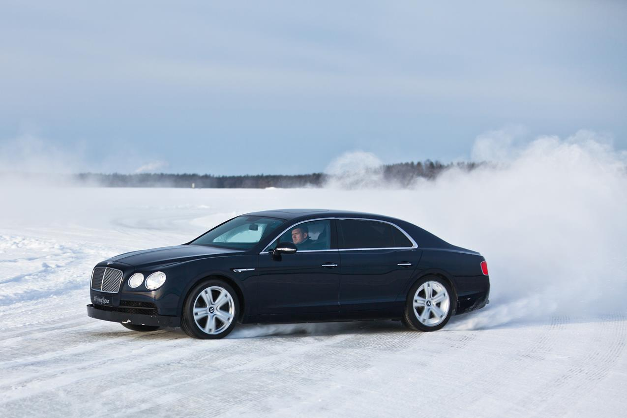 Debutto del BENTAYGA a Power On Ice - image 013358-000120689 on https://motori.net