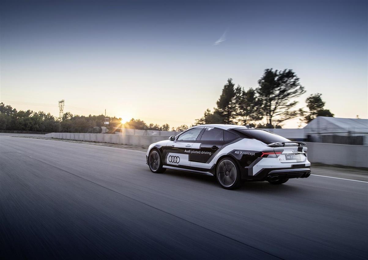 La Audi RS 7 piloted driving affronta la pista in Spagna - image 014404-000130926 on https://motori.net