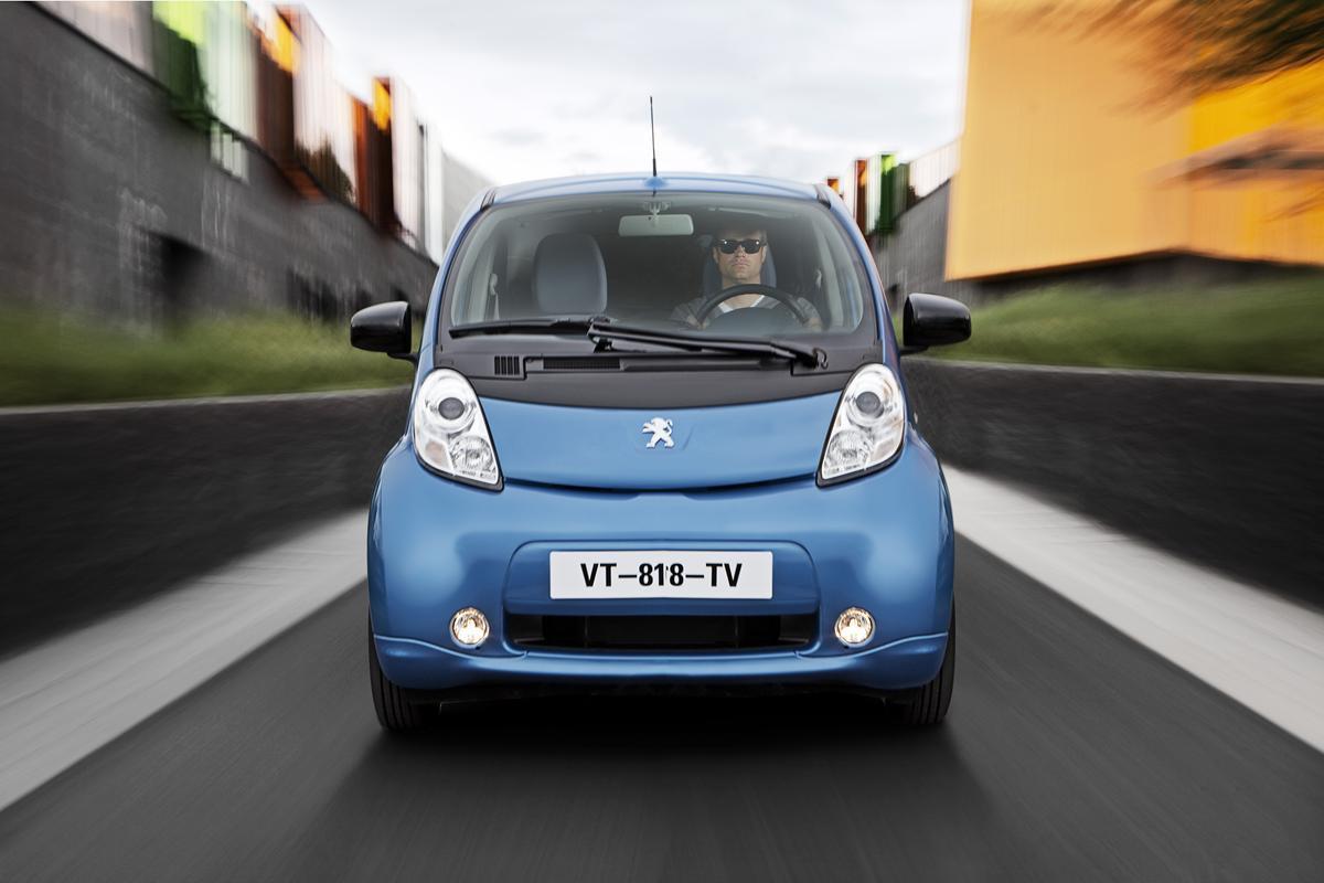 Saranno blu ed arancione i colori delle auto del prossimo futuro - image 021810-000203700 on https://motori.net
