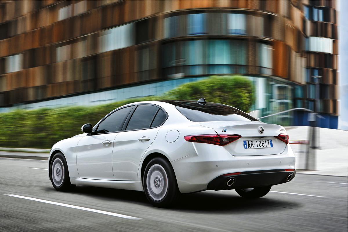 Alfa Romeo Giulia: al via gli ordini delle nuove versioni Veloce e Business