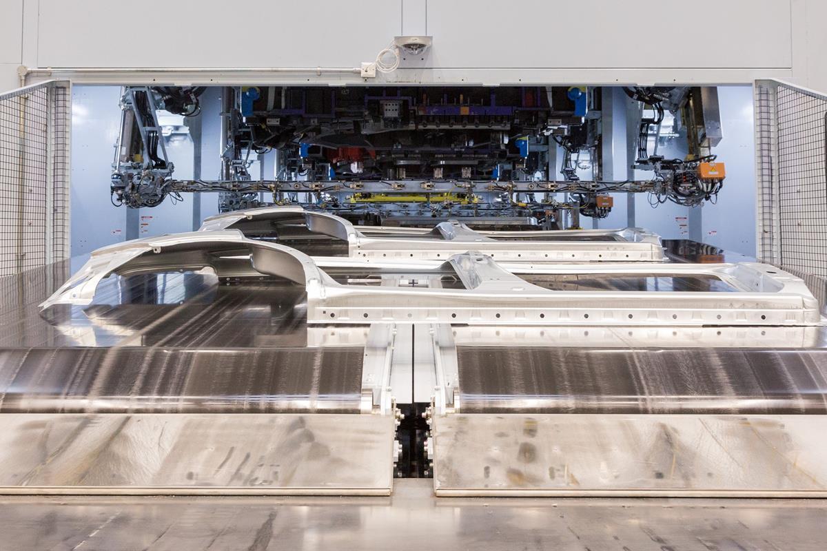 Stabilimento Nissan di Sunderland: avvio della nuova linea di stampaggio - image 022277-000206300 on https://motori.net