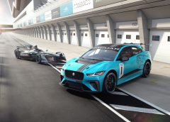Audi Q5: nuova motorizzazione 3.0 TDI da 286 CV - image I-PACE-eTRPOPHY2-240x172 on https://motori.net