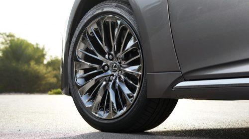 Lexus presenta la nuova LS Hybrid - image 301-lexus-ls500h-manganese-detail-500x280 on https://motori.net