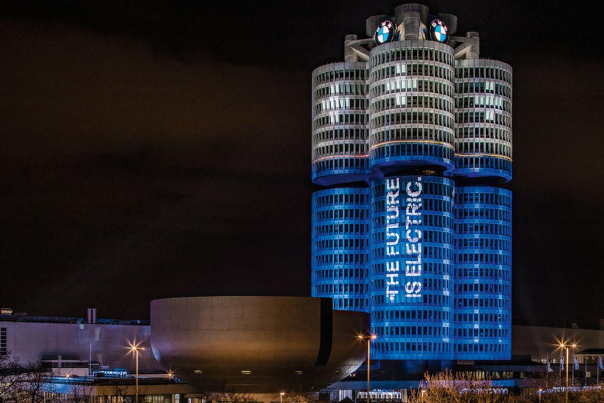 Il BMW Group rispetta l'impegno di consegnare 100 mila veicoli elettrificati nel 2017