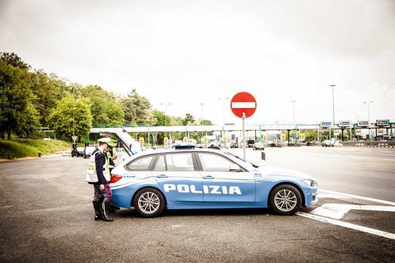 Le pellicole magiche del car wrapping - image Polizia-Stradale on https://motori.net