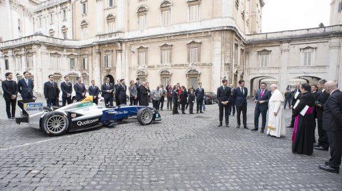 La Formula E incontra Papa Francesco - image Formula-E_Papa-Francesco-2-500x280 on https://motori.net