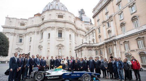 La Formula E incontra Papa Francesco - image Formula-E_Papa-Francesco-4-500x280 on https://motori.net