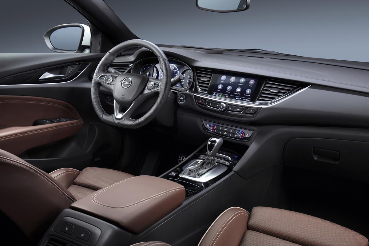 "Nuova granturismo cabriolet ""by Bentley"" - image Opel-Insignia-Infotainment-503314 on https://motori.net"