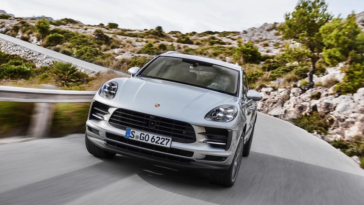 Jaguar Land Rover facilita l'accesso a bordo - image low_macan_s_mallorca_2018_porsche_ag on https://motori.net