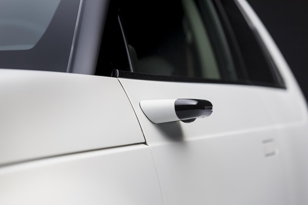 Retrovisori laterali digitali di serie su Honda E - image honda-e-side-camera-mirror-system on https://motori.net