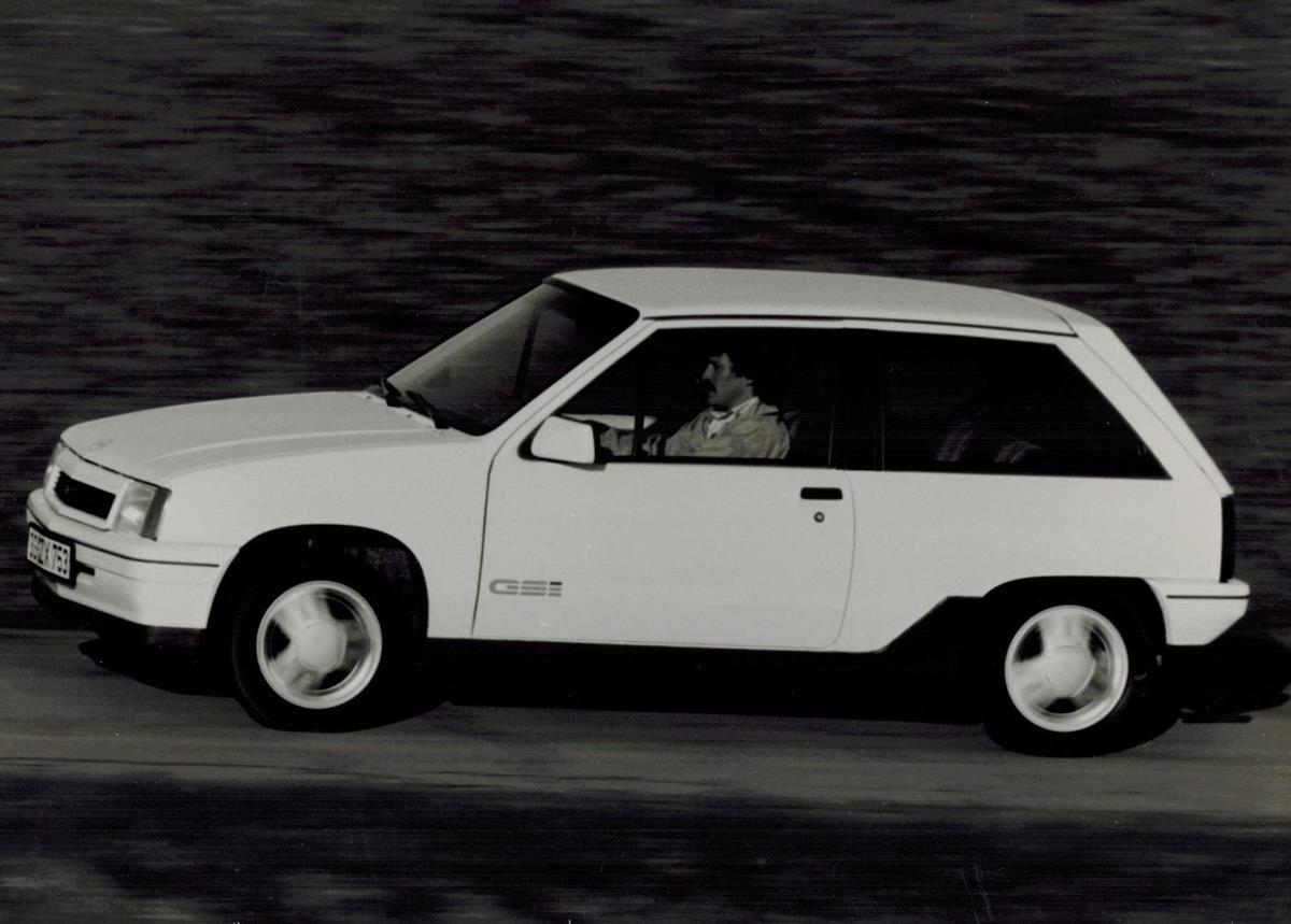 Opel GSi, molto più che un semplice logo - image Corsa-A-GSi-3 on https://motori.net