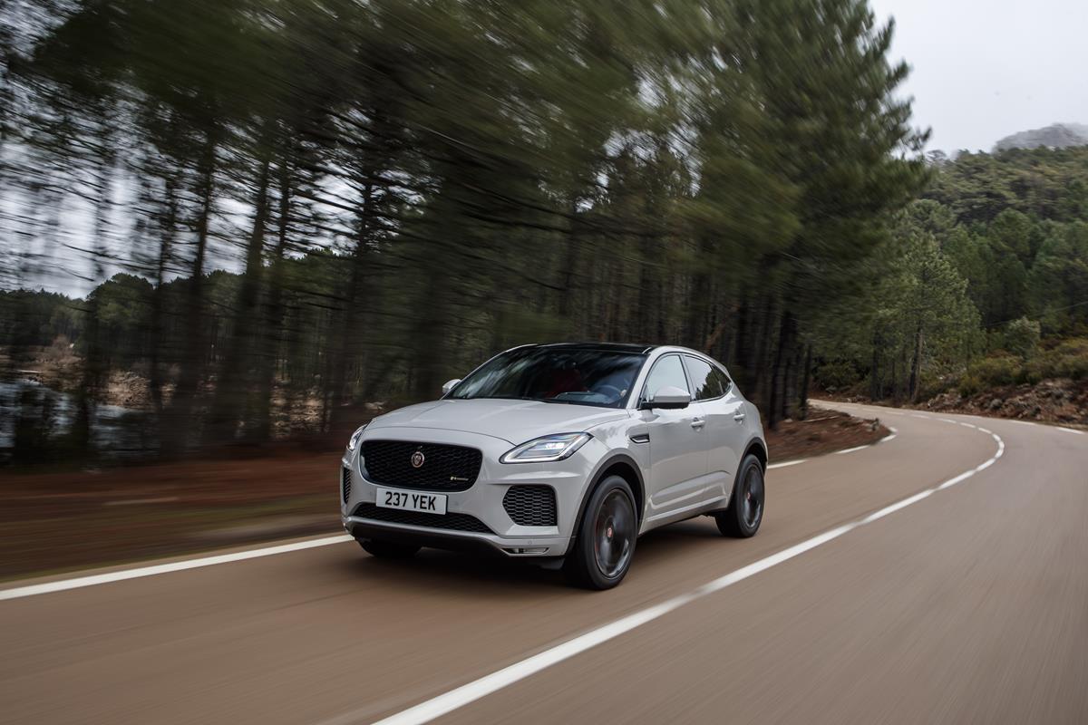La tecnologia Jaguar che risveglia i guidatori - image jag_EPACE_rdynamic_DCM_image1 on https://motori.net