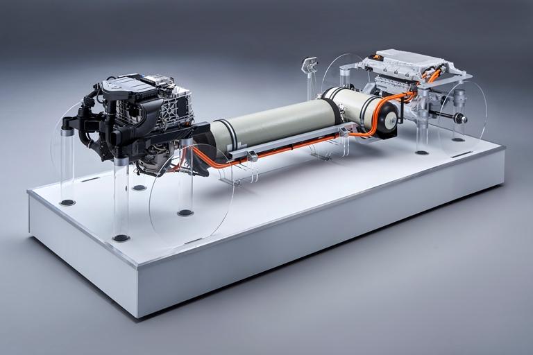 BMW conferma l'impegno nella tecnologia fuel cell - image P90386173 on https://motori.net