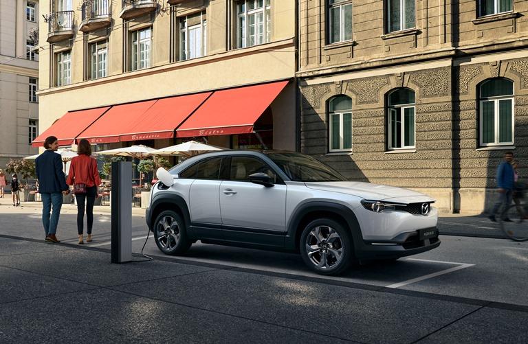 Mazda continua nell'impegno verso la neutralità al carbonio e la sicurezza di chi guida - image MAZDA-MX-30 on https://motori.net