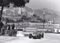 Sarà anche plug-in la nuova BMW Serie 5 - image Moss-GP-Monaco-1960-240x172 on https://motori.net