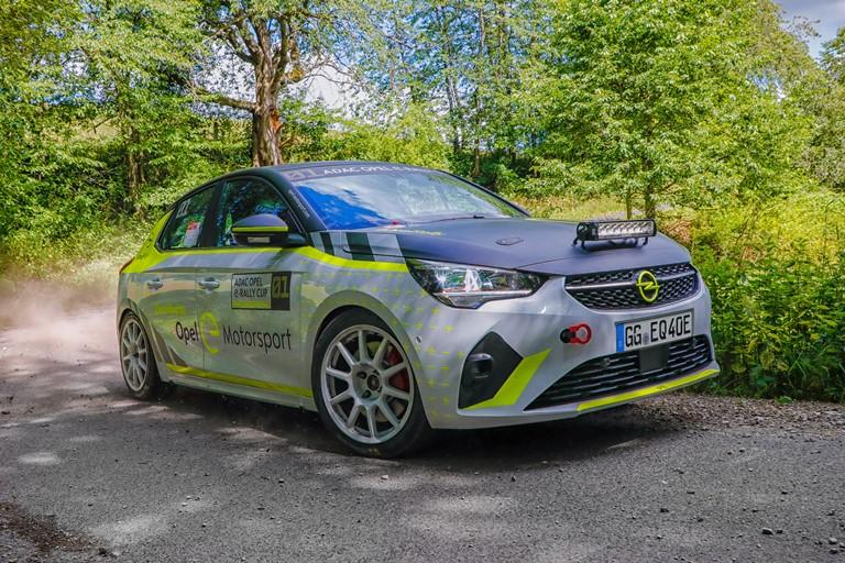 Sicurezza in primo piano: 25 anni fa Opel Vectra precorse i tempi - image Opel_512407 on https://motori.net