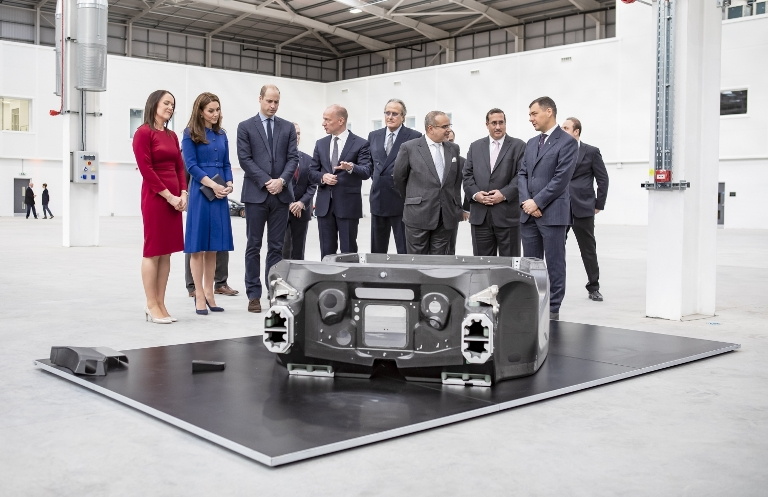 Nuovissima ultraleggera ed innovativa piattaforma McLaren - image McLaren-Composites-Technology-Centre-Inauguration02 on https://motori.net