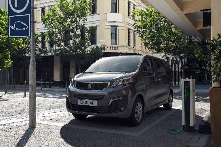 """Il """"tecnico virtuale"""" sale a bordo dell'auto - image NUOVO-PEUGEOT-e-TRAVELLER-Next-Gen-Travel-2_0 on https://motori.net"""