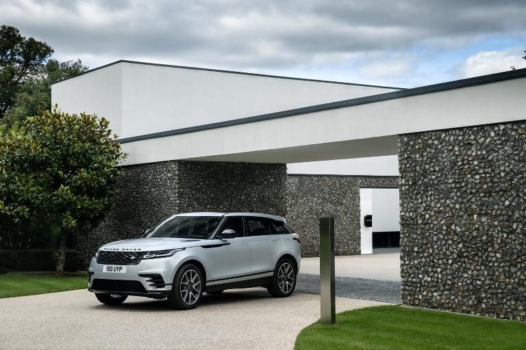 Il primo e-SUV di Volkswagen - image RR_Velar_21MY_Static on https://motori.net