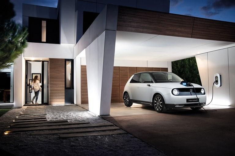 Tecnologia Bridgestone ENLITEN per la nuova Golf 8 - image e-progress-honda-power-charger on https://motori.net