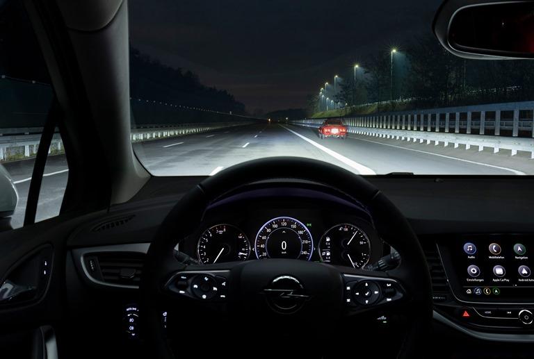 Il buio non fa più paura - image 1-Opel-Astra-Cockpit-511383_0 on https://motori.net
