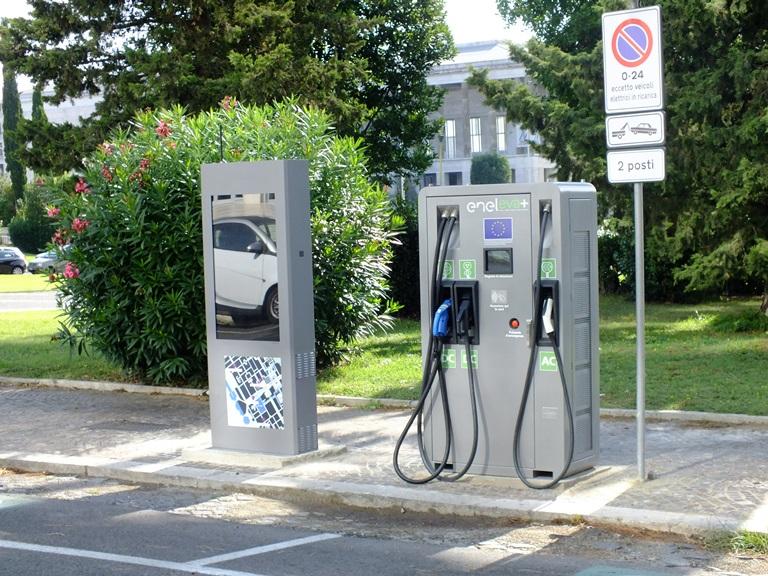 Ora Bentayga è anche Hybrid - image piazza-Marconi on https://motori.net
