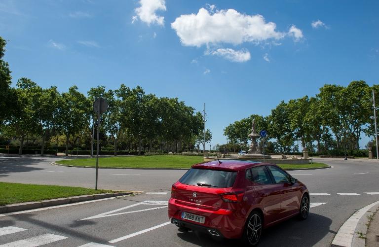 Ampera da 12 anni pioniere delle elettriche Opel - image Guidelines-for-navigating-a-roundabout_02_HQ on https://motori.net