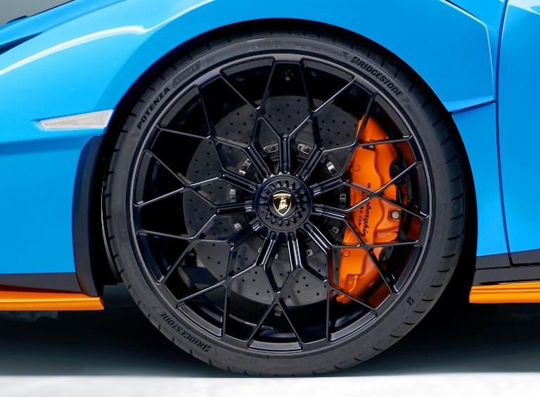Solo elettriche, solo online - image BS-Potenza_Lamborghini-Huracan-STO on https://motori.net