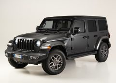 Hella lancia il battery management system a bassa tensione - image Jeep-Wrangler-4xe-First-Edition-240x172 on https://motori.net