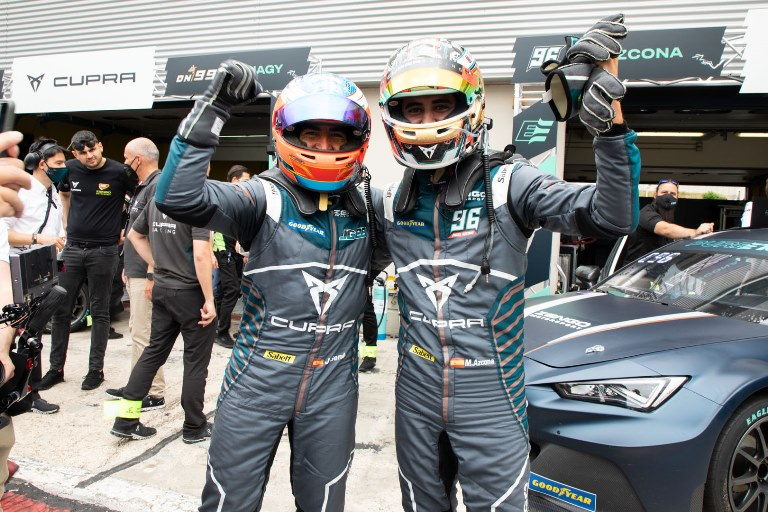 Jaguar presenta la nuova I-Type 3 - image CUPRA-wins-the-worlds-first-all-electric-touring-car-race_02_HQ on https://motori.net