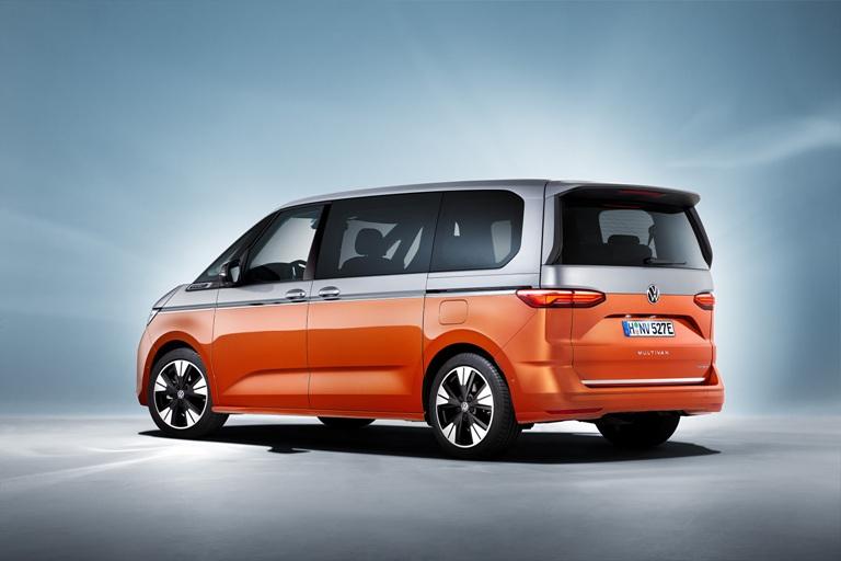 Mobilità a noleggio e in sharing in frenata - image VW-Multivan on https://motori.net