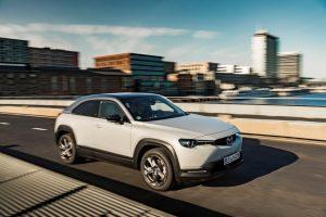 Mazda MX-30 e Mazda Rent il binomio perfetto per un approccio alla mobilità elettrica