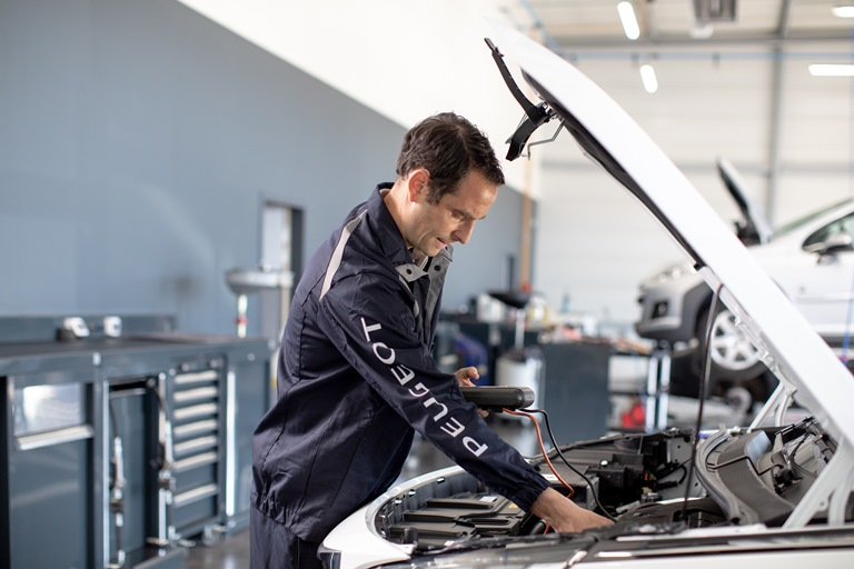 120 anni di automobili Opel - image AP_2018_ATELIER-BATTERIES_WORKSHOP-BATTERY_001-r on https://motori.net