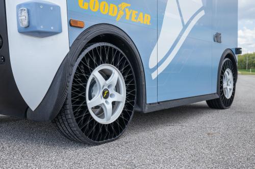 120 anni di automobili Opel - image NPT-Tire-Shuttle-bus on https://motori.net