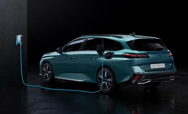 Sarà anche plug-in la nuova BMW Serie 5 - image PEUGEOT308-SW- on https://motori.net