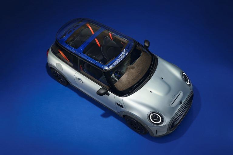 Torna la Lamborghini Countach - image mini-strip on https://motori.net