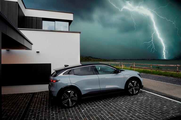 Anteprima mondiale: Renault Megane E-Tech - image Renault-Mgane-E-TECH-Electric-Nature on https://motori.net