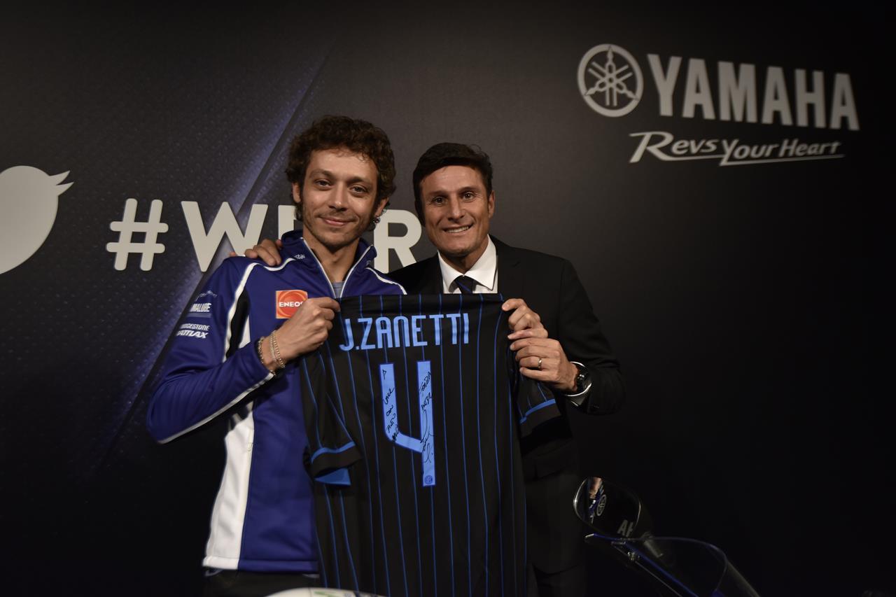 Asta per la YAMAHA YZF-R125 autografata da Rossi - image 001225-000021561 on https://moto.motori.net