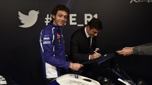 Asta per la YAMAHA YZF-R125 autografata da Rossi - image 001225-000021562-500x280 on https://moto.motori.net